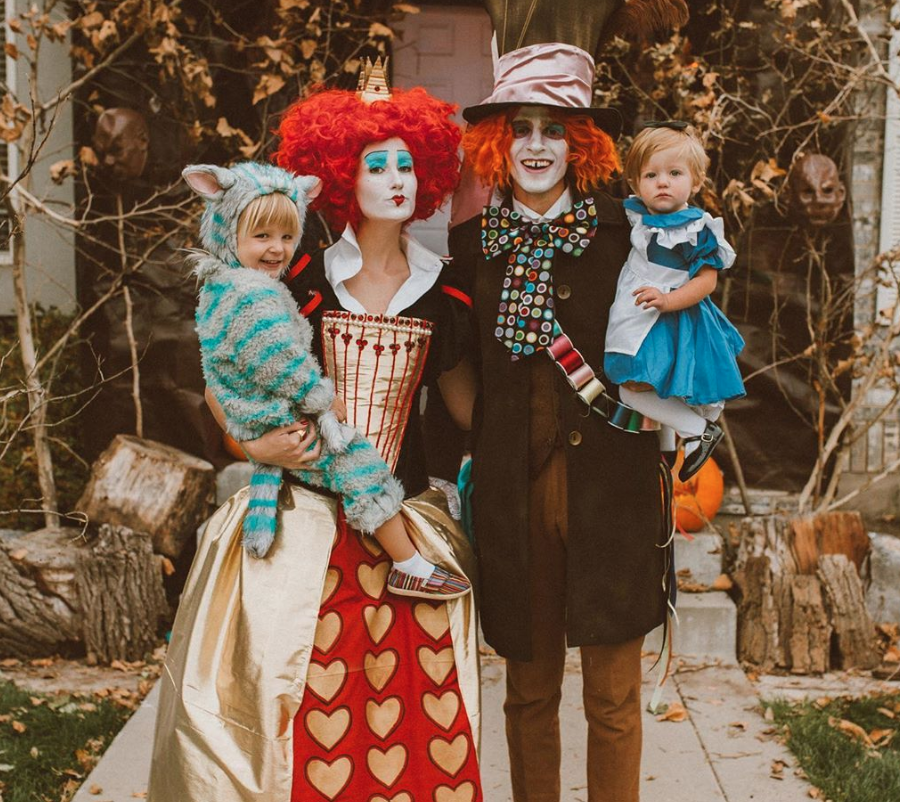 Alice in Wonderland family costume for Halloween